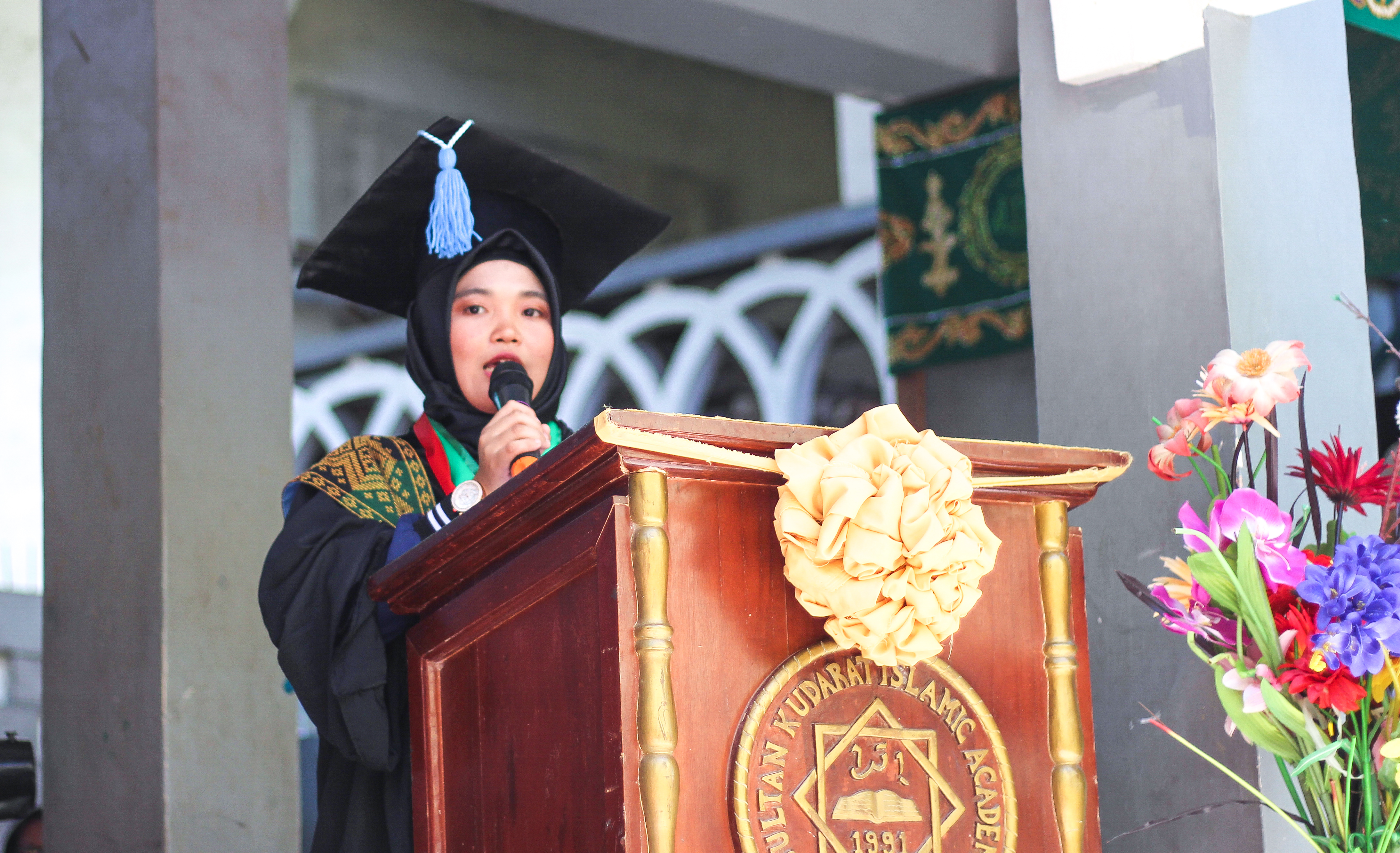Bachelor of Secondary Educatio - Major in English, Cum Laude